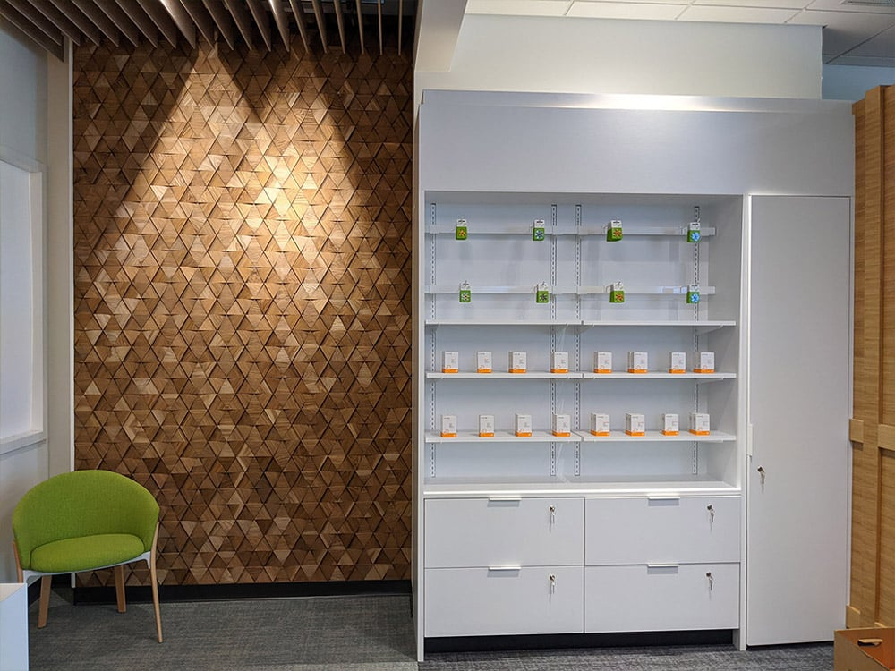 Retail shelving with feature wall